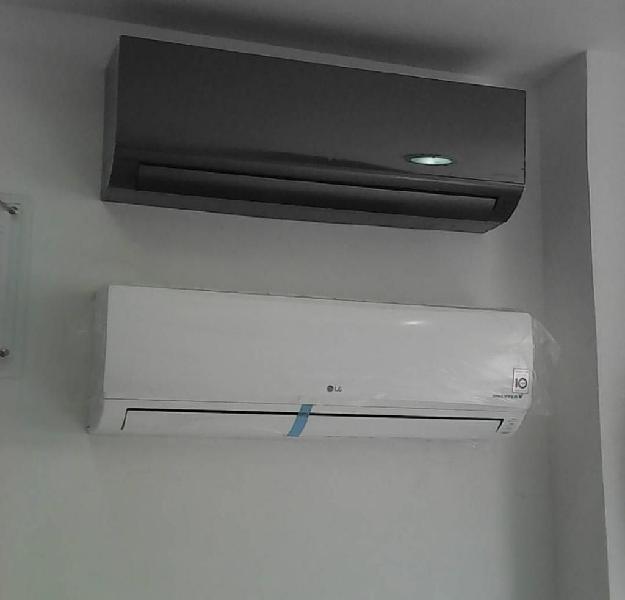 Aire acondicionado central e individual.