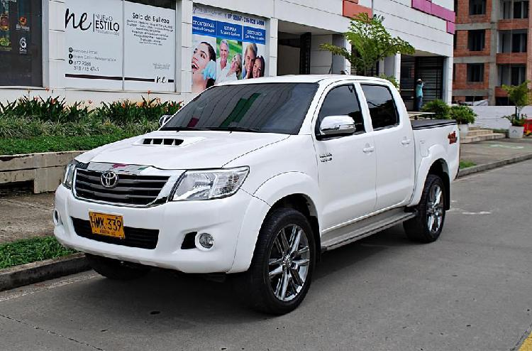 Toyota hilux 3.0 tdiesel 4x4 automatica
