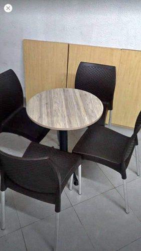 Juego de mesa y sillas restaurante