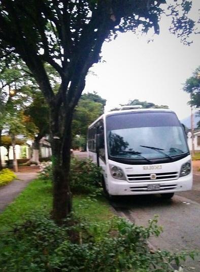 Servicio de transporte de pasajeros viajes, paseos,