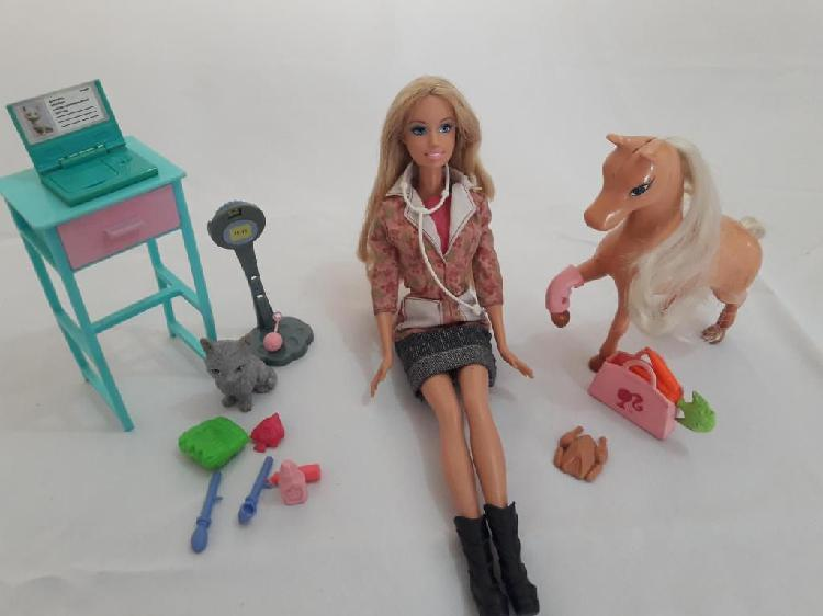 Muñeca barbie veterinaria mascotas