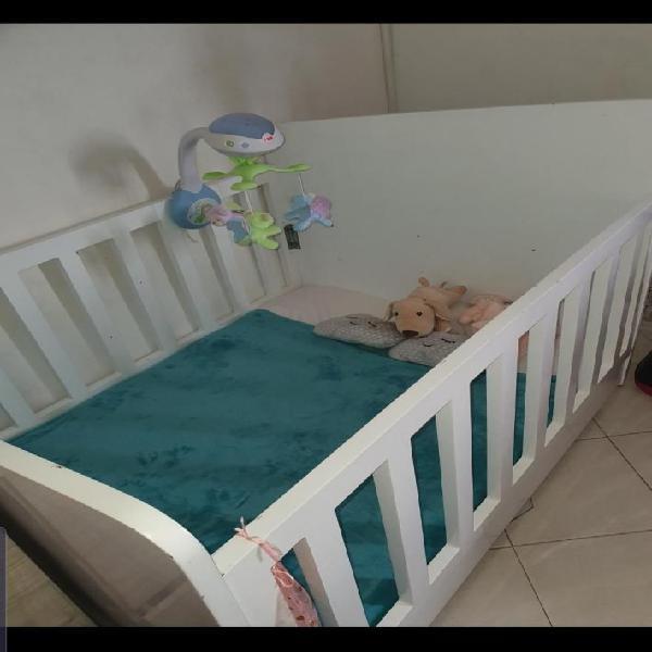 Cuna grande de maderpa para bebe