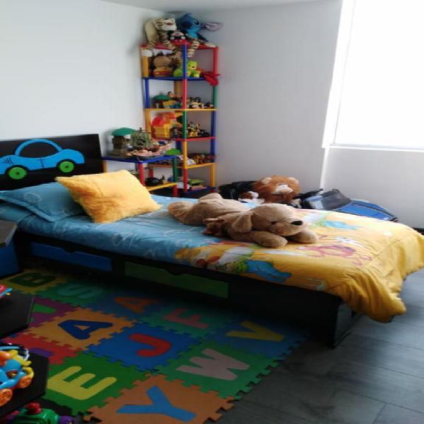 Hermosa cama cuna para niño poco uso