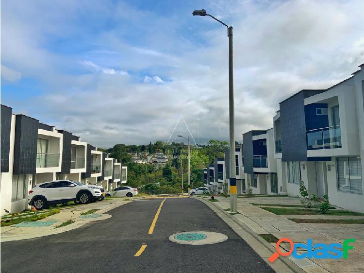 Se vende casa nueva condominio cerrado armenia