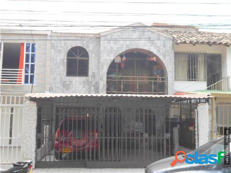 Casa dos niveles barrio las delicias