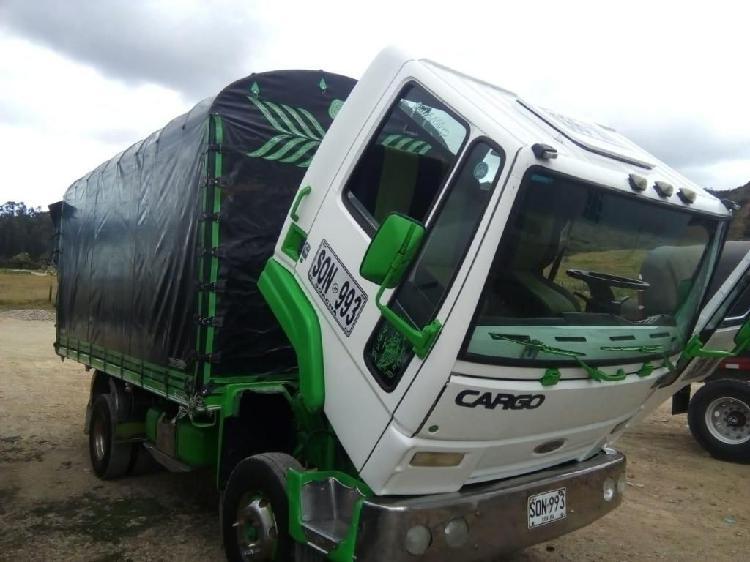 Camión de Estacas FORD Cargo 815****