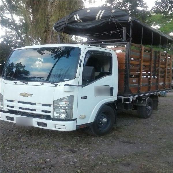 Excelente camioneta nhr diesel de estacas de servicio