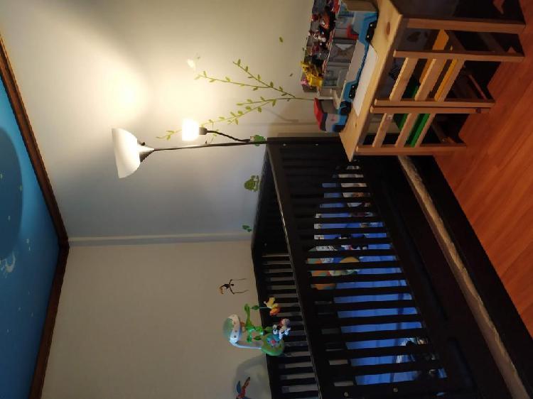 Cama cuna con cama auxiliar en flor morado