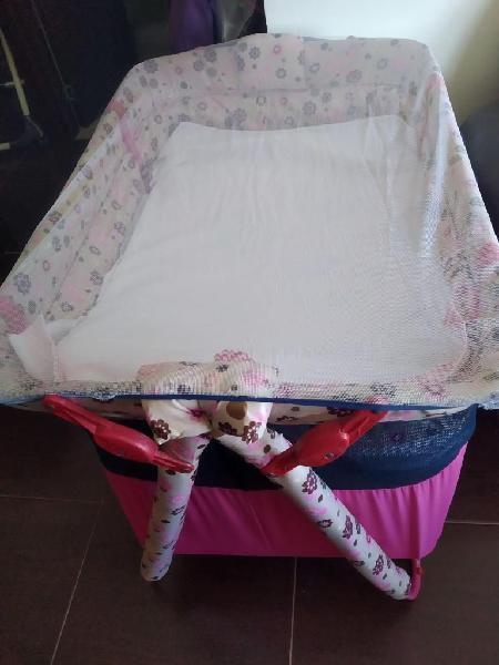 Corral azul-rosado con accesorios