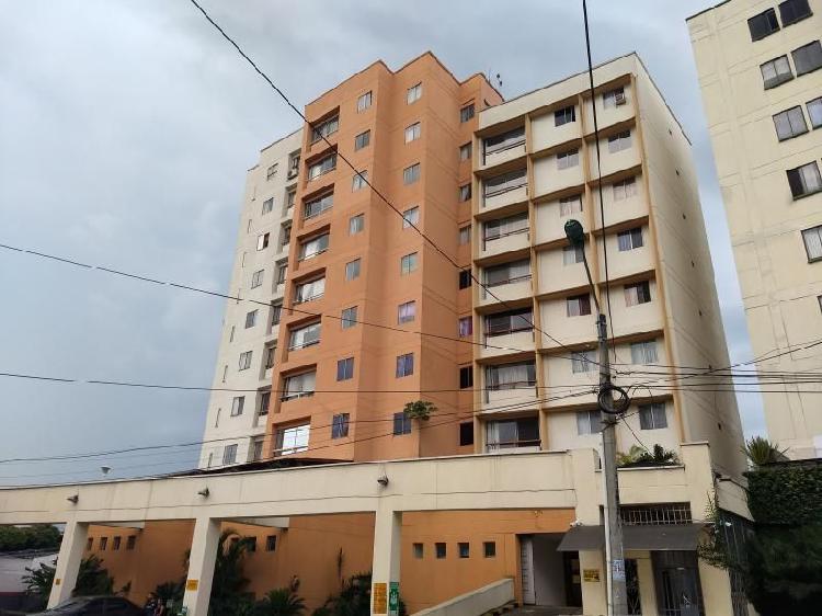 Apartamento en arriendo en cali los cambulos cod. abgar982