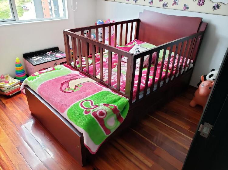 Cama cuna en madera-(usada) con colchón incluido.