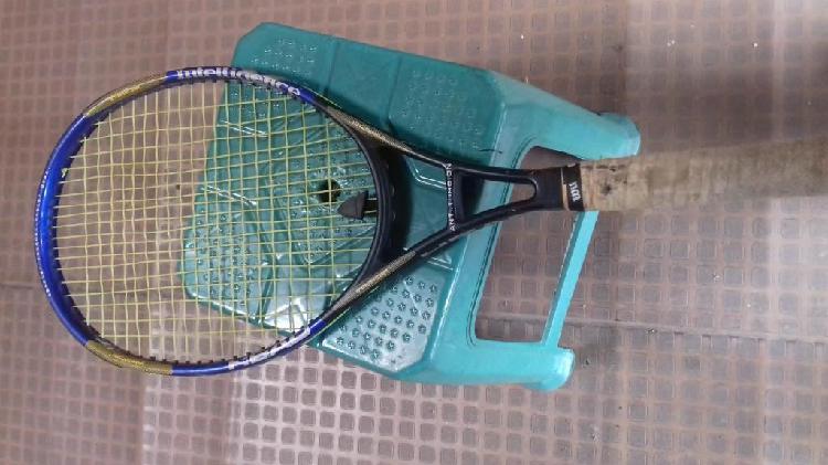 Raqueta de tenis y termoback