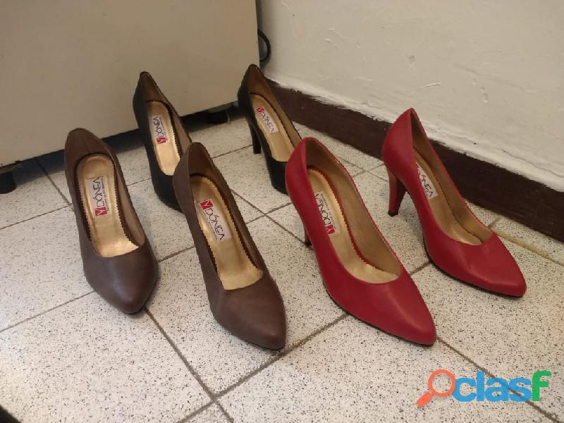 Vendo lote de zapatos para mujeres de todo los estilos 120 pares precio a ofrecer