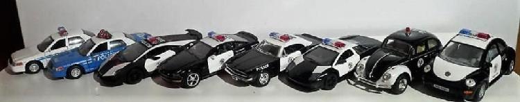 Carros de colección en escala. patrullas de caminos marca