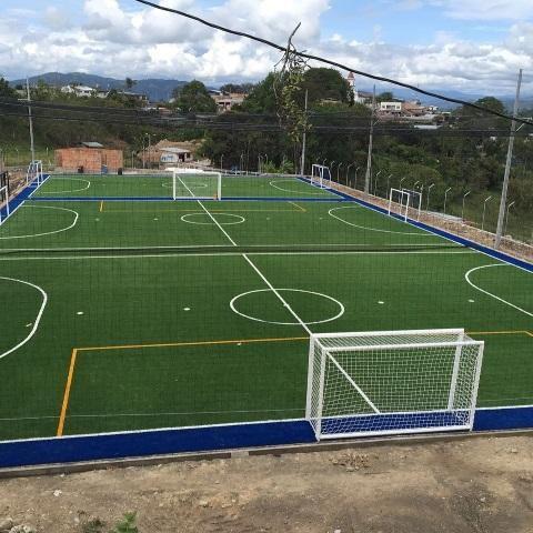 Grama sintética instalada para fútbol en cali gramarti