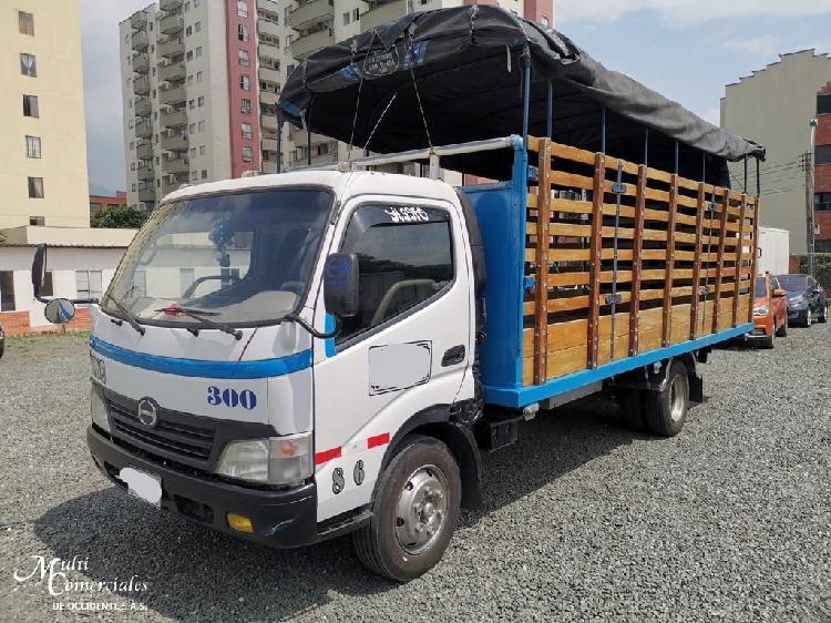 Hino dutro max modelo 2012 estacas 6 ton