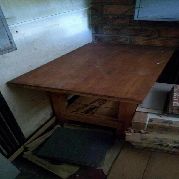 Mesa carpinteria en madera