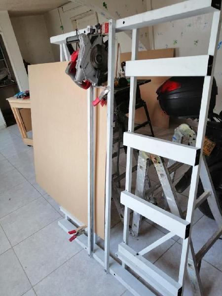 Marco vertical pequeño para sierra manual