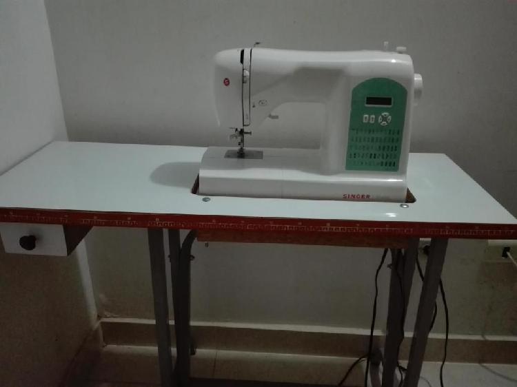 Vendo máquina de coser digital singer
