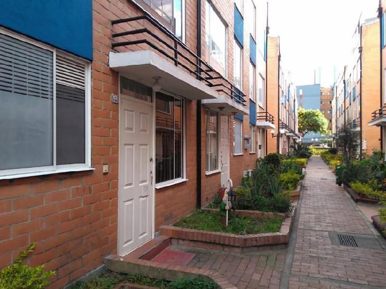 Casa en venta en bogota kennedy castilla cod. vbsei3984