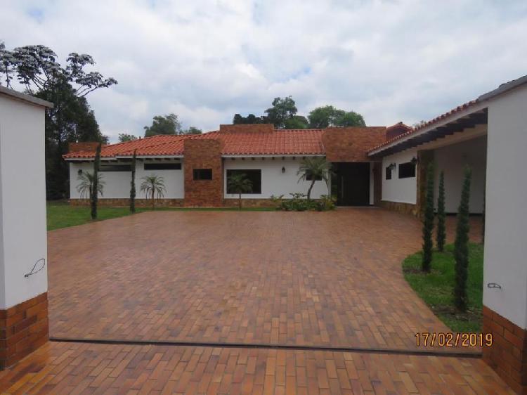 Hermosa Casa En El Retiro. 417m2. PROTIERRAS. COM