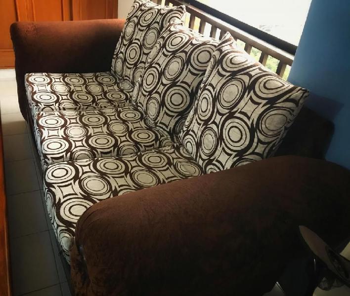 Sofa clasico en tela - excelente estado
