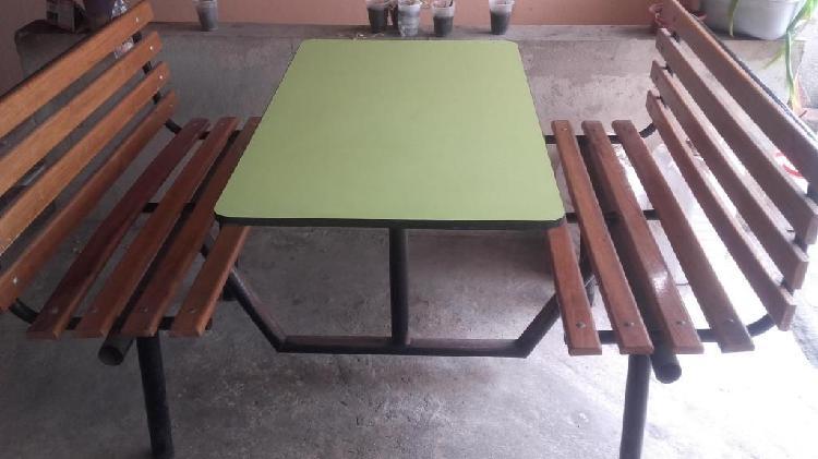 Vendo 4 mesas de madera con base metálica 4 puestos