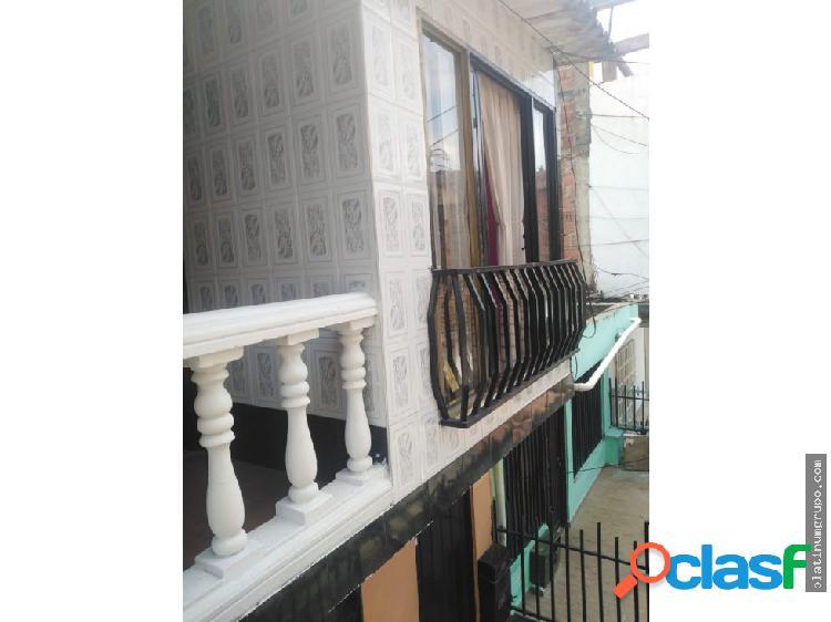Casa de dos pisos en ciudad cordoba (j.s)