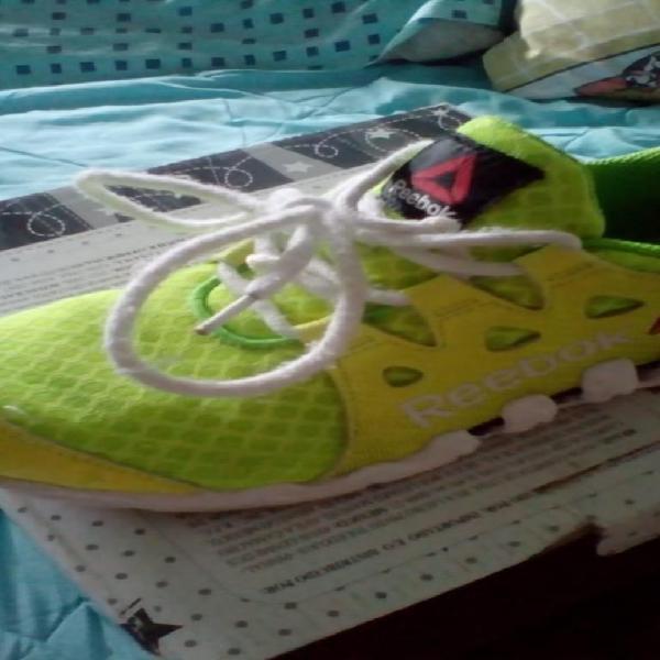 Se venden zapatillas talla 33