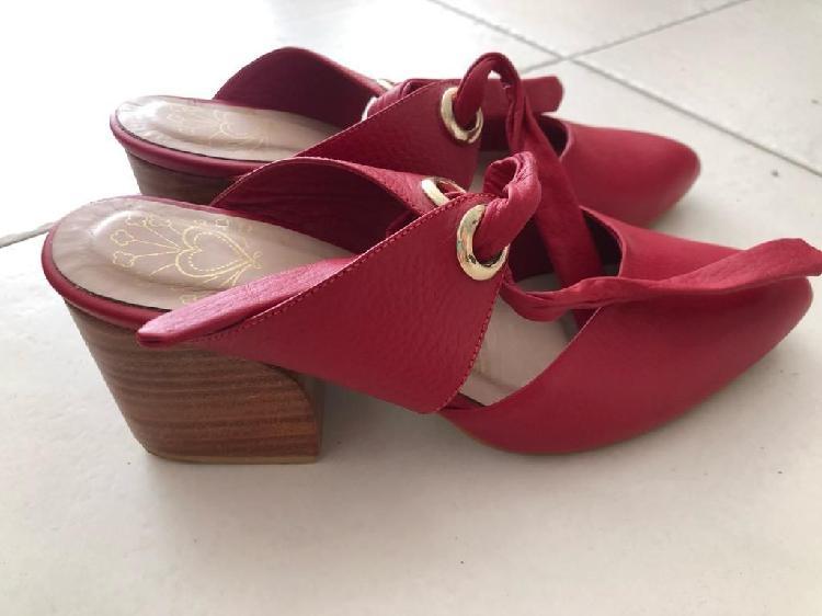 Zapatos Rojos en Cuero