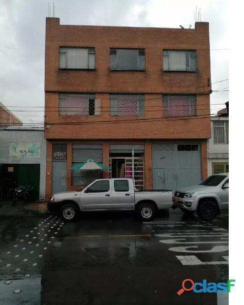Propiedad Comercial con Apartamentos Tres niveles