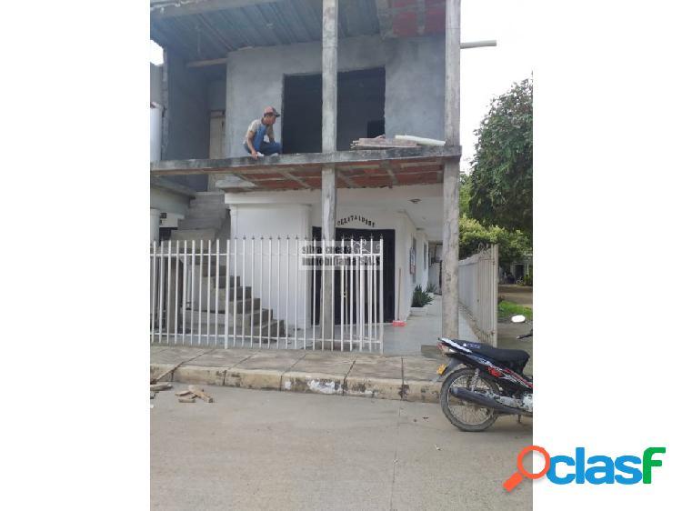 Vendo casa de 2 pisos en puente 1- montería