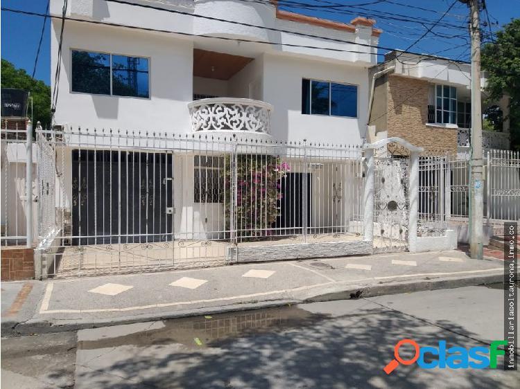 Se vende casa con 2 apartamentos en santa marta
