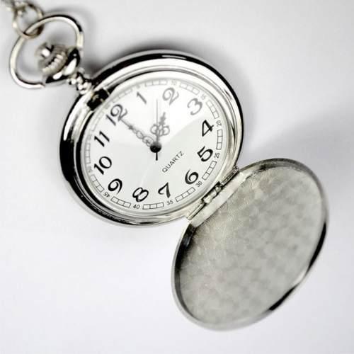 Reloj de bolsillo vintage plateado con cadenilla