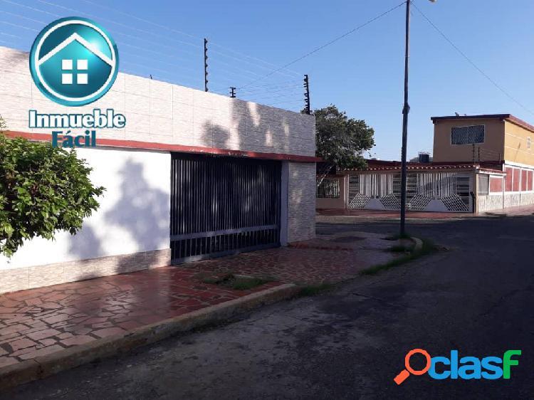 Casa en esquina VILLA LA GUAIREÑA Sector la Picola, Zona Norte
