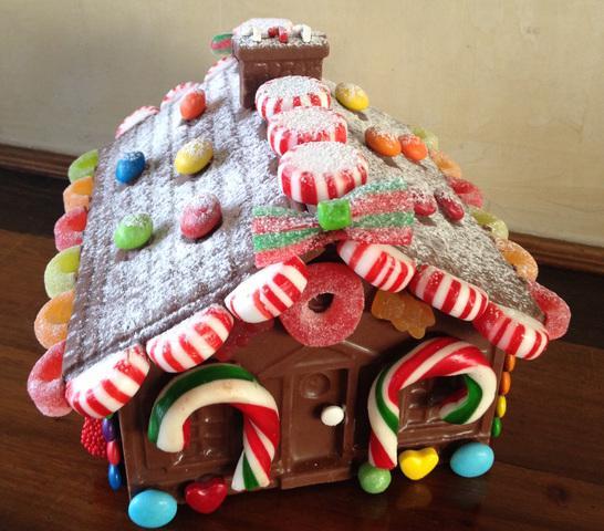 Casas de chocolate decoradas con dulces