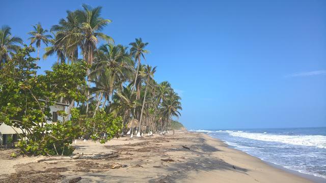 Se vende lote con rio y playa privada en palomino