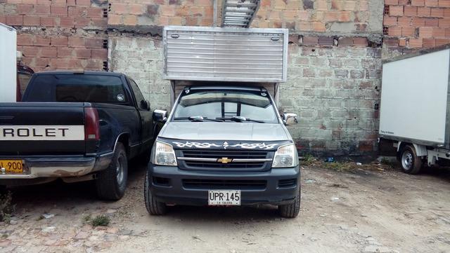 Vendo camioneta con furgon dmax