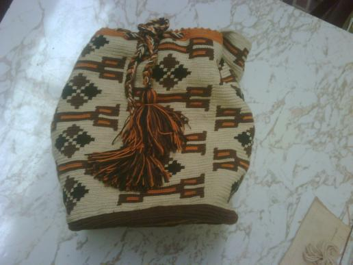 Diviertase tejiendo el hilo wayuu