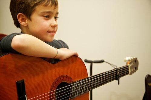 Se dictan clases de guitarra, piano y tecnica vocal para
