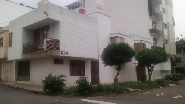 Vendo casa de 380 mts en barrio universidad