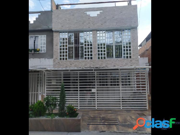 Casa dos pisos independientes negociable