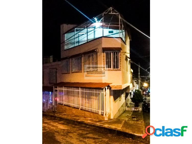 Se vende casa en el barrio universal armenia