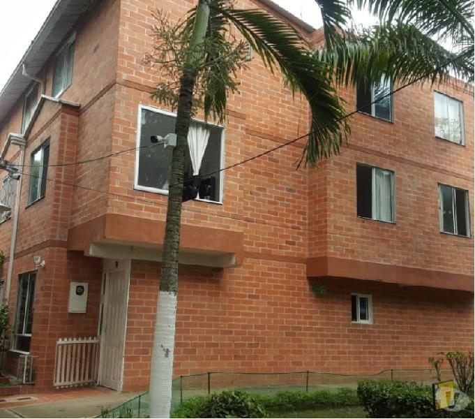 Se vende casa esquinera cr. villas de san patricio (mutis)
