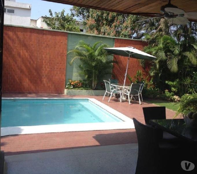 Se vende casa 4 alcobas 711 mt2 2 garajes piscina en el golf