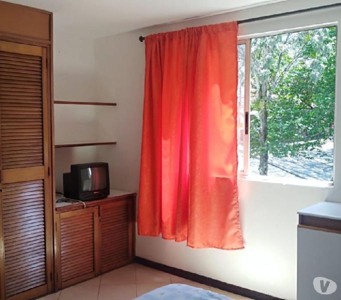 Habitación doble con baño privado en arriendo