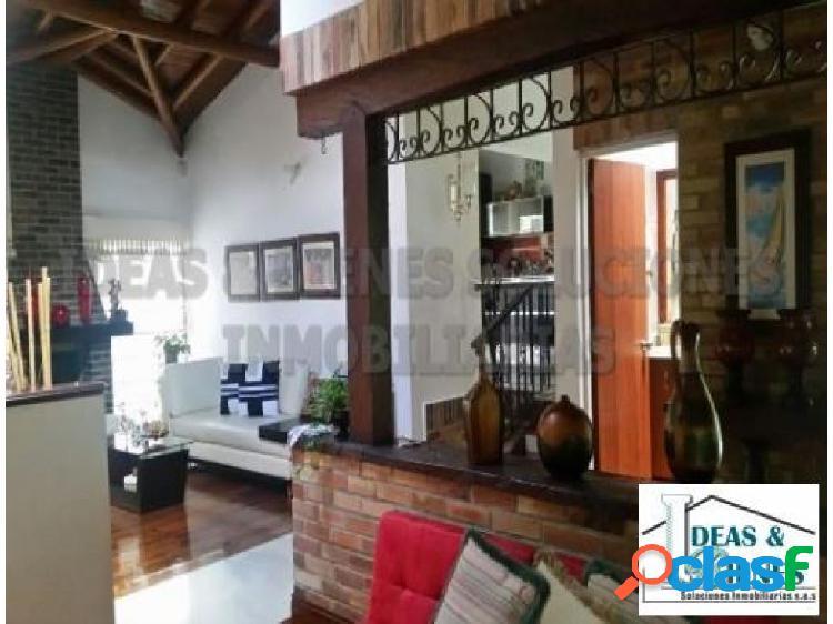 Casa en venta envigado sector loma del esmeraldal