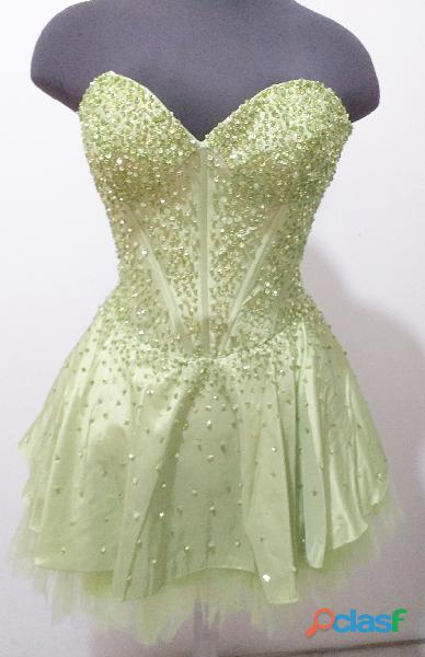 Alquiler de vestidos cortos para quince años en color pera .,