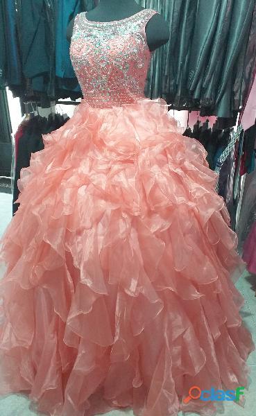 Alquiler de vestidos de 15 años color salmón para mujer en itagui