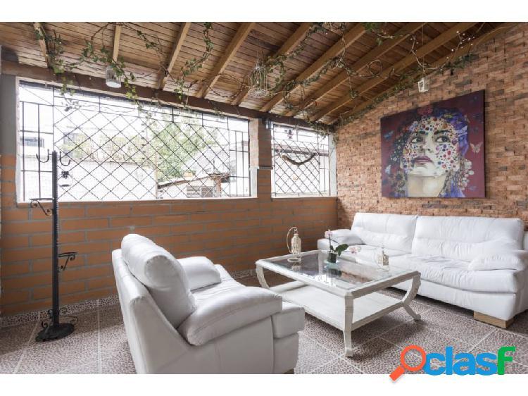 Apartamento con acabados de lujo en patio bonito